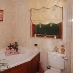 Adjoining bathroom for B&B Double Room 3